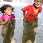 Bild Kinder beim Sackhüpfen