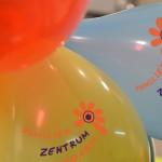 Bild: Luftballons mit dem Logo vom Familienzentrum