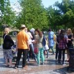 Bild: Die Teilnehmer des Ausflugs sammeln sich am Infocenter