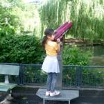 Bild: Mädchen am Fernrohr