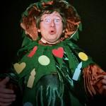 Bild: Mann als Weihnachtsbaum verkleidet