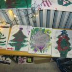 Bild: Weihnachtsbaumbilder auf eine Bank vor einer Heizung zum trocken