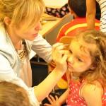 Bild: beim Kinderschminken