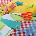 Bild: Bastelzeug auf einem Tisch