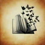 Grafik: aufgeklapptes Buch, aus dem Schmetterlinge fliegen auf braun-gelb gemsucheltem Hintergrund