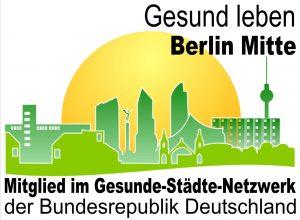 Grafik: Silhouette einer Stadt in Grün, dahinter eine aufgehende gelbe Sonne, oben und unten Schrift in schwarz